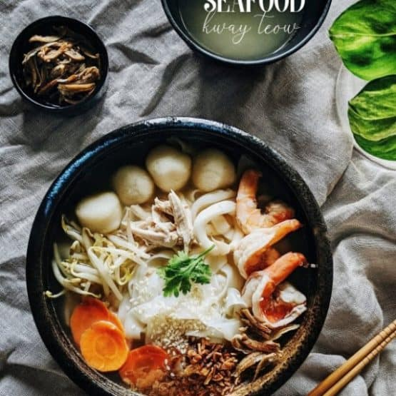 Kway teow soup with shredded chicken